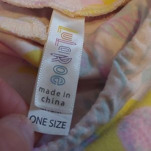 LuLaRoe Pants - LuLaRoe gently worn cream pastel leggings
